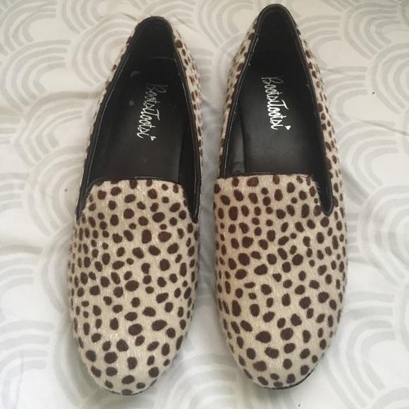 764029123e5 Bootsi Tootsi Shoes - NWOT animal print flats